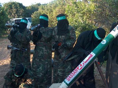 صور لمجندات من حماس يتدربن على السلاح في قطاع غزة 2