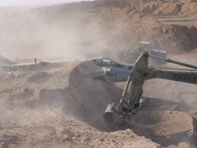 صور اكتشاف القوات الامريكية لطائرات صدام الحربية في رمال الصحراء