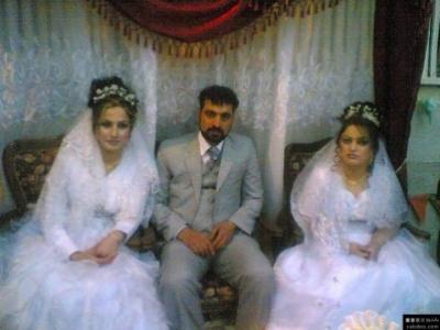 اردني يتزوج عروستين في ليله واحده