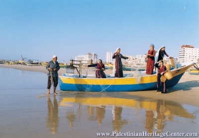 الثوب الفلسطيني يواجه الألبسة الحديثة..!! 8.jpg