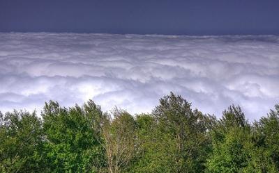 صور محيط من الغيوم في بقعة خيالية بايران
