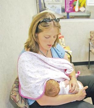 الرضاعة الطبيعية.. لا تتسبب في ترهل الثدي