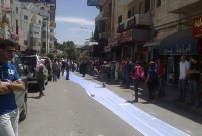 فتاة تجوب الشوارع بفستان العرس..!! 3.jpg