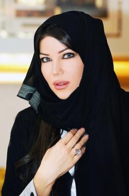 حريري تغني لعيد الإتحاد بالعباية الإماراتية شاهد الصور 1.jpg