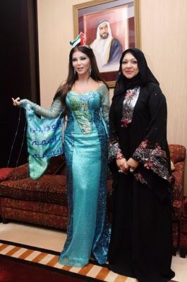 حريري تغني لعيد الإتحاد بالعباية الإماراتية شاهد الصور 5.jpg