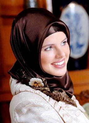 الأسودكشكول المحجابات الأكثر أناقة فقطصور لمجموعة كبيرة من الحجابات والشالات