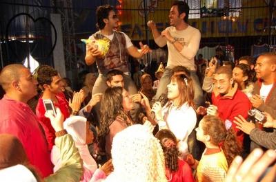 جنات وحاتم وإيساف يحتفلون مع الأيتام في السيرك..شاهد الصور 3