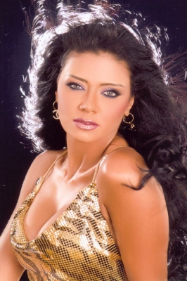 رانيا يوسف: أرحب بالإغراء مع عادل إمام