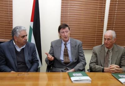 وكالة الفضاء الامريكية ناسا توقع اتفاقيات مع السلطة الفلسطينية