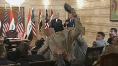 أمريكا تطلب من المالكي إحراق صورة منتظر كبطل واطلاق سراحه بشروط تنهي اسطورته