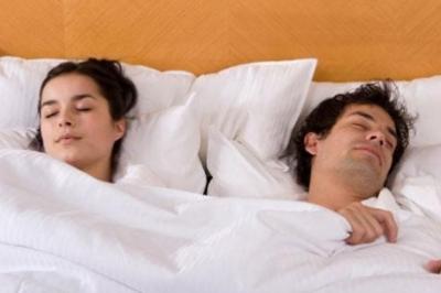 ممارسة الرجال للجنس مع زوجاتهم يحد من فرص إصابتهم بأمراض القلب ويساعد على محاربة ضيق التنفس