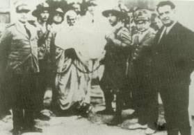 صور اعدام الشهيد عمر المختار 1.jpg