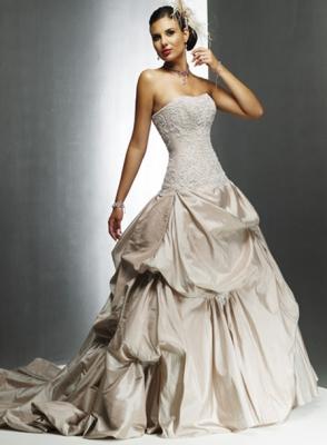 ee6f75f79 مجموعة فساتين زفاف من تصميم المصمم ايلي صعب لموسم 2010