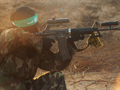 صور لمجندات من حماس يتدربن على السلاح في قطاع غزة