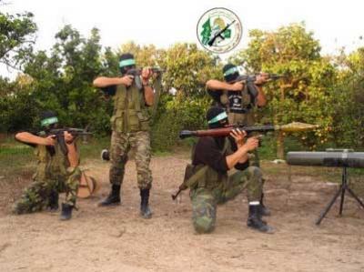 صور  تدريب عسكري لمقاتلين من كتائب القسام على اطلاق صواريخ القسام في غزة