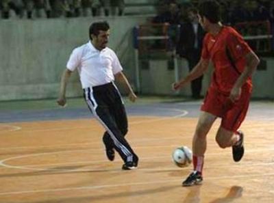 نجاد والرئيس البوليفي في مباراة ودية شاهد الصور 2576454825.jpg