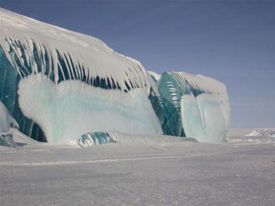 شاهد بالصور الأمواج المتجمدة في القارة القطبية الجنوبية
