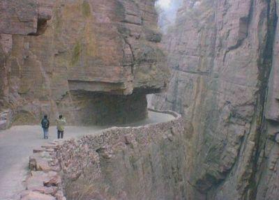 اخطر طريق جبلي في العالم 38893102515.jpg
