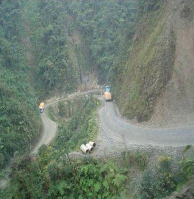 اخطر طريق جبلي في العالم 38893102516.jpg