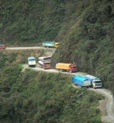 اخطر طريق جبلي في العالم 38893102517.jpg