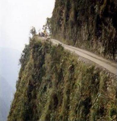 اخطر طريق جبلي في العالم 38893102519.jpg