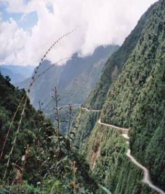 اخطر طريق جبلي في العالم 3889310253.jpg