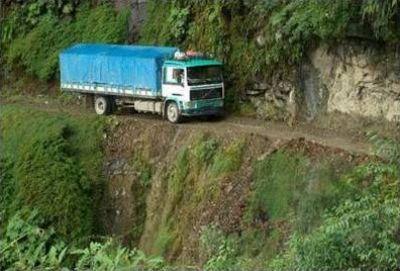 اخطر طريق جبلي في العالم 3889310254.jpg