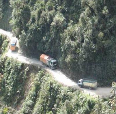 اخطر طريق جبلي في العالم 3889310255.jpg
