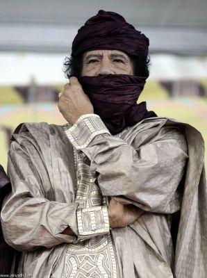 صور.. أزياء القذافي تثير دهشة 3897596264.jpg