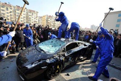 سيارة بـ290 دولار يحطمها مالكها 3901141906.jpg