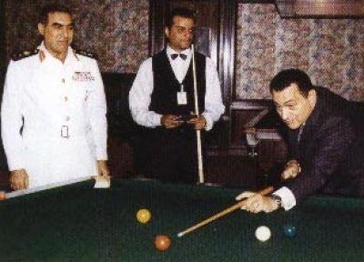 حسني مبارك في صور نادرة 3907700653.jpg