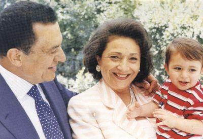 حسني مبارك في صور نادرة 3907700654.jpg