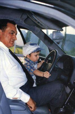 حسني مبارك في صور نادرة 3907700657.jpg