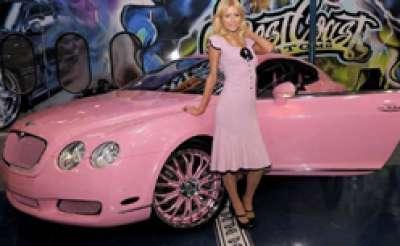 باريس هيلتون وسيارتها بنتلي كونتنينتال الوردية 3909760122.jpg