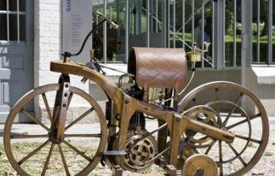 صور اول دراجة بخارية مصنوعة من الخشب دراجة Gottlieb Daimler  3909760146