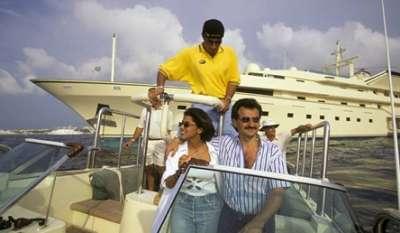 صور الأمير الوليد بن طلال مع عائلته على متن يخته