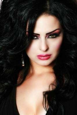 صور..الفنانات يتألقن بللون الاسود 3909765603