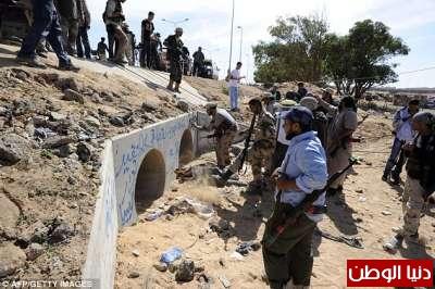 بالصور صحيفة ديلي البريطانية: أطلقَ النار القذافي 3909773572.jpg