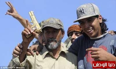 بالصور صحيفة ديلي البريطانية: أطلقَ النار القذافي 3909773580.jpg