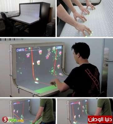 مكتب يعمل ككمبيوتر ثلاثي الأبعاد