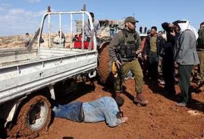 سيارة إسرائيلية تتعامد فلسطيني 3909787614.jpg