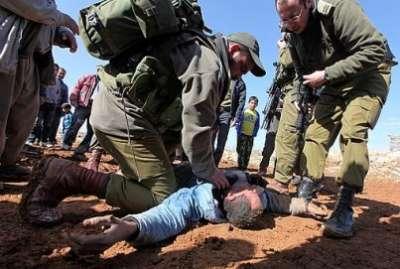 سيارة إسرائيلية تتعامد فلسطيني 3909787615.jpg