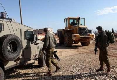 سيارة إسرائيلية تتعامد فلسطيني 3909787619.jpg