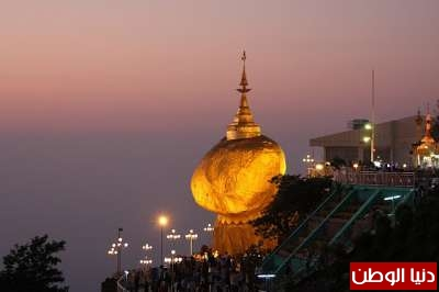 الصخرة الذهبية  في دولة بورما
