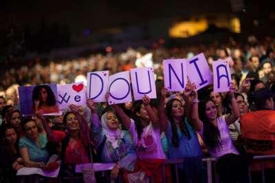 """بالصور:قفطان دنيا بطمة يثير استياء المغاربة في مهرجان """"موازين"""""""