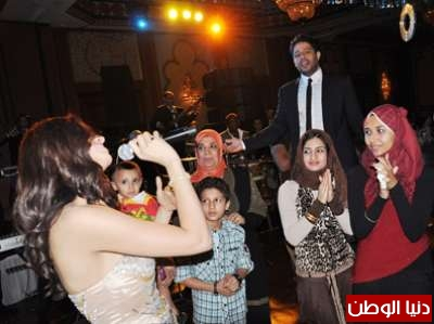 بالصور زفاف شقيق المطربة امال ماهر واحياء حماقي لذلك الحفل   3909809009