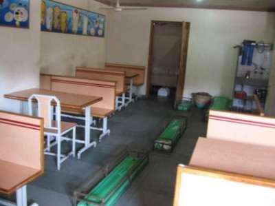 صور مطعم في الهند بين الاموات و الاكفان 3909812813.jpg