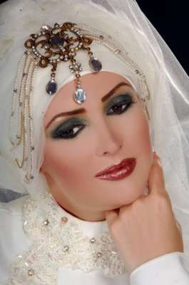 أحدث لفات الطرح للعرائس 3909813596.jpg