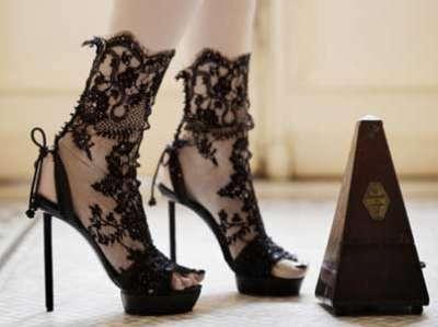 أحذية الدانتيل ناعمة، شاعرية وجذابة 3909814292.jpg