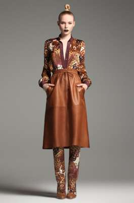 شاهدي الأزياء الرائعة للفلسطيني توفيق منيَر